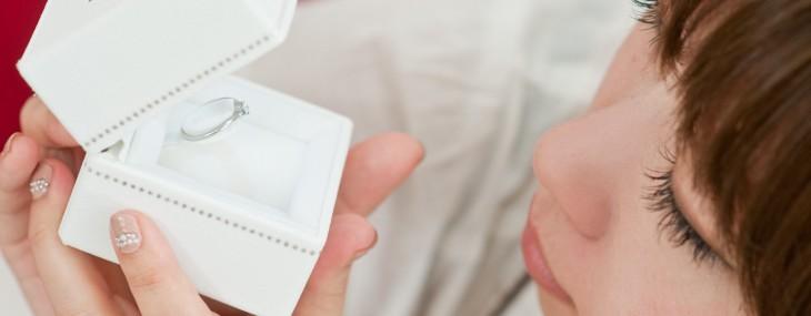 婚約指輪のお返しにぴったりな7つの方法